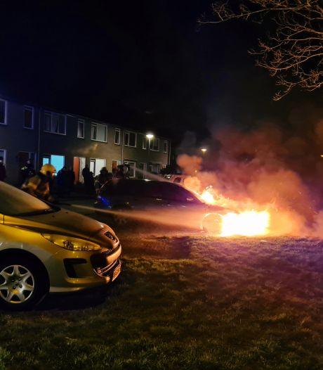 Flinke schade aan auto bij brand in Drunen