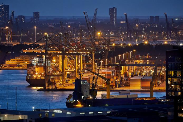 Containeroverslagbedrijf Uniport in de Rotterdamse Waalhaven.