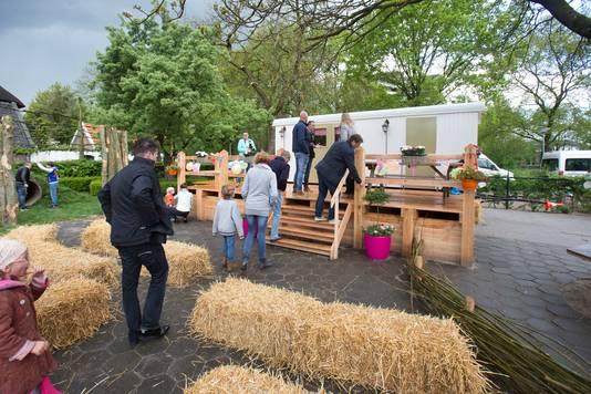 Archieffoto. De Edese kinderboerderij de Proosdij tijdens de opening van een nieuwe pipowagen.