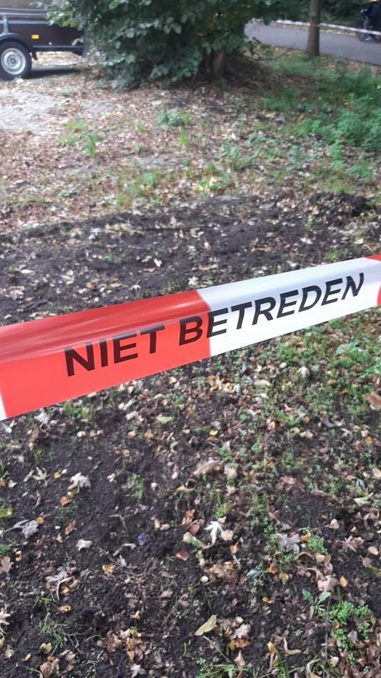 Het woonwagenkamp aan de Rugdijk in Tilburg is afgezet door de politie.