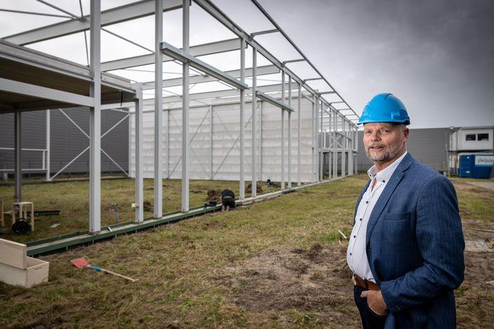 Directeur Freddie Buitenhuis bij de nieuwbouw van de praktijkruimte van de OVG