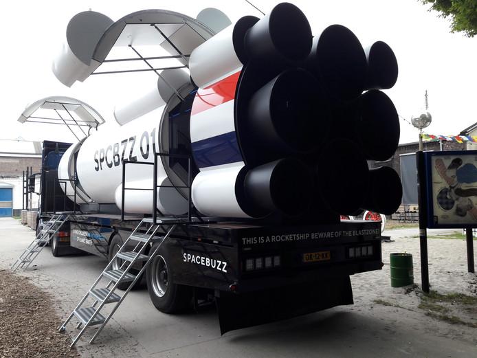 De SpaceBuzz-raket in de binnentuin van de Spoorzone.