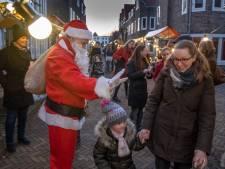 Kerstchocolademelk voor Syrië op het Bagijnhof in Middelburg