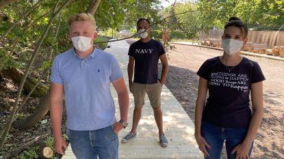 """Niet zeker of ze open mogen, maar opbouw zomerbars al bezig in Kortrijk: """"We hopen op goed nieuws"""""""