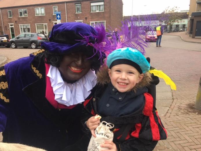 Thomas (4) heeft genoten van de sinterklaasintocht in Papendrecht.