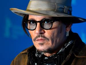 Johnny Depp violent? Son ex Winona Ryder vole à son secours