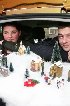 Kersttafereel op hoedenplank: zelfs de lantaarntjes branden