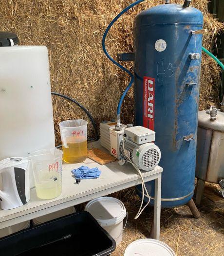 Drugslab aangetroffen in manege in Vorstenbosch, ontmanteling duurt uren