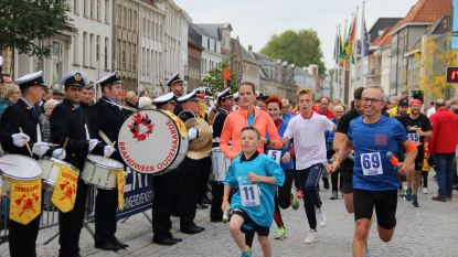 24 uren van Oudenaarde palmt stad in: lopers en wandelaars zamelen 48.000 euro in voor goede doelen
