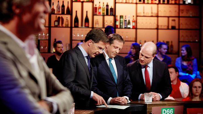 Politiek leiders Mark Rutte (VVD), Alexander Pechtold (D66) en Diederik Samsom (PvdA) (vlnr) voor aanvang van het debat bij Pauw, de talkshow van presentator Jeroen Pauw.