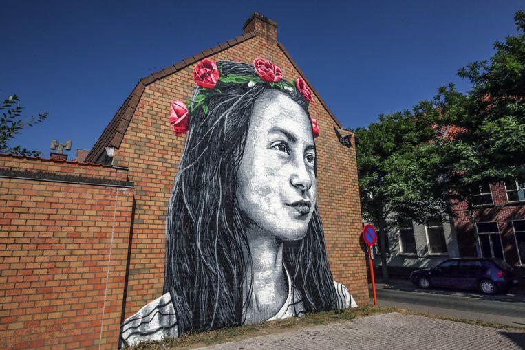 'Julie met de Rozen' van Nils Westergard prijkt op een muur van basisschool BaMo in de Rozenstraat in Moorsele.