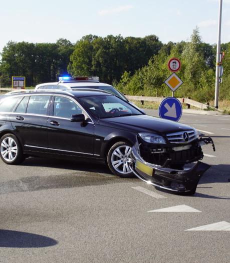 Twee auto's botsen in Winterswijk