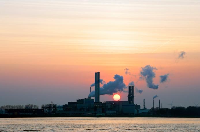 De AVR-centrale in Rozenburg levert stadsverwarming aan Rotterdam.