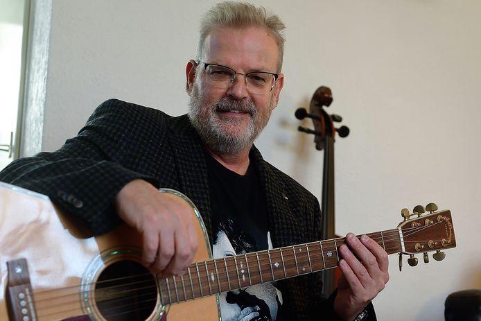 Peter Geleijns verloor zijn vader op jonge leeftijd, en heeft niet veel herinneringen aan hem, maar deelt onder meer wel de liefde voor muziek met hem.