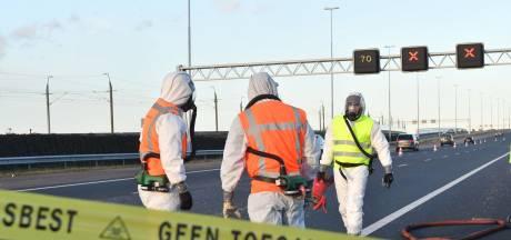 A4 nog urenlang gestremd door asbest op de rijbaan