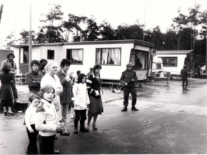 1979: op het woonwagenkamp in Best is de politie op zoek naar gevluchte gevangenen.