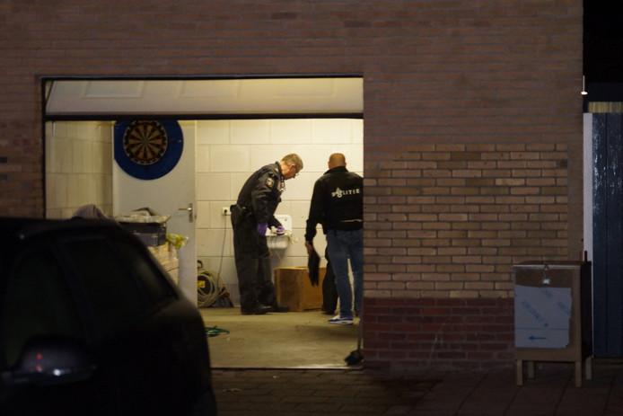 Onderzoek in de schuur waar de politie het drugslab aantrof