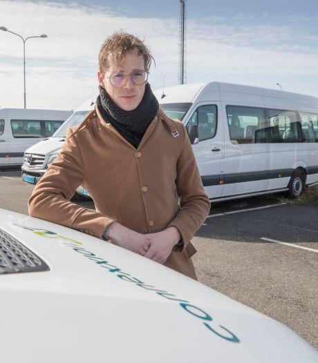 Uitbater Goederenloods baalt van taxibussen: 'Mijn gasten vinden met moeite nog een plek'