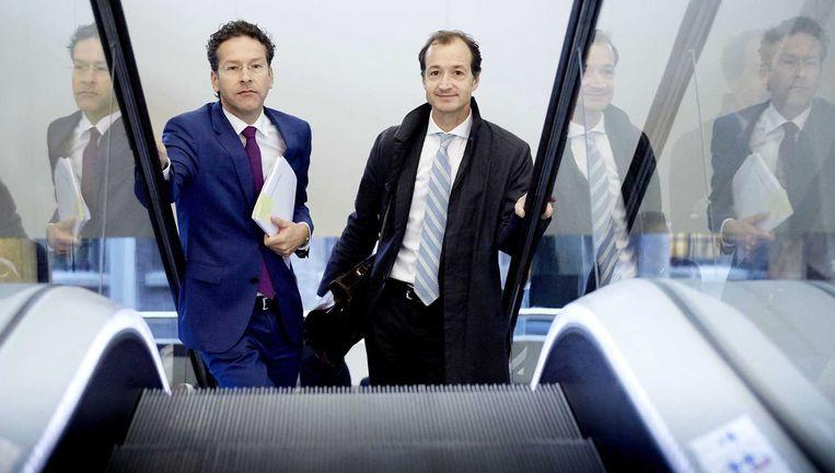Minister Jeroen Dijsselbloem (L) van Financien en staatssecretaris Eric Wiebes van Financien. Beeld anp