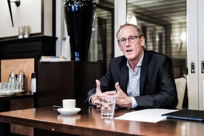 Marcel Daniëls tijdens de persconferentie over de toekomst van de Achterhoekse ziekenhuizen.
