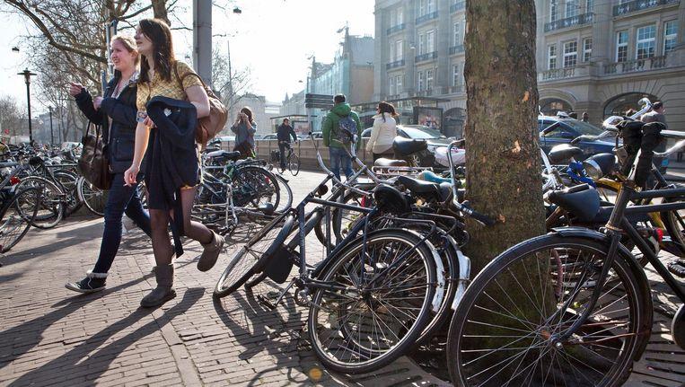 Startup Live & Fun wil met een beloningssysteem wat doen aan de overlast van fietsen in de stad. Beeld Floris Lok