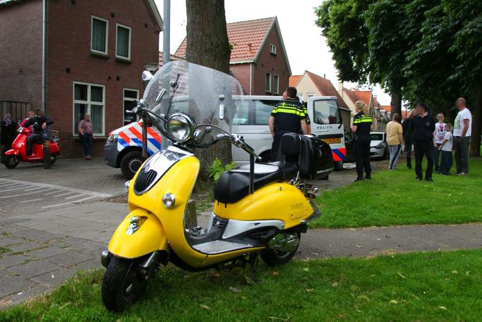 De scooterrijder werd uiteindelijk klemgereden op de Ruysdaelstraat in Tilburg.