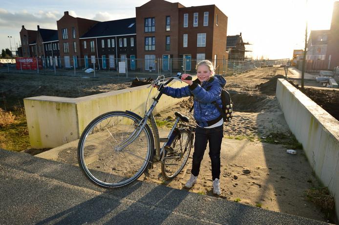 Al jaren geleden is er fietsbrug bij Westergouwe aangelegd, maar die is - ondanks tal van beloftes - nog altijd niet in gebruik.
