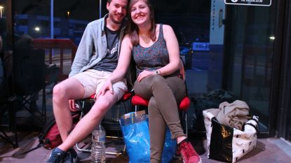 """Leen (23) en Jan (28) overnachten aan Ghelamco voor bekertickets: """"En Jan hééft zelfs al een kaartje"""""""