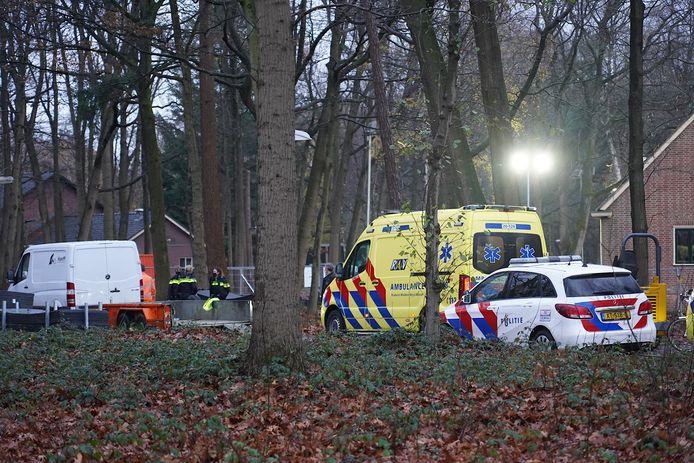 Twee kinderen gewond bij het AZC in Gilze na botsing met aanhanger.