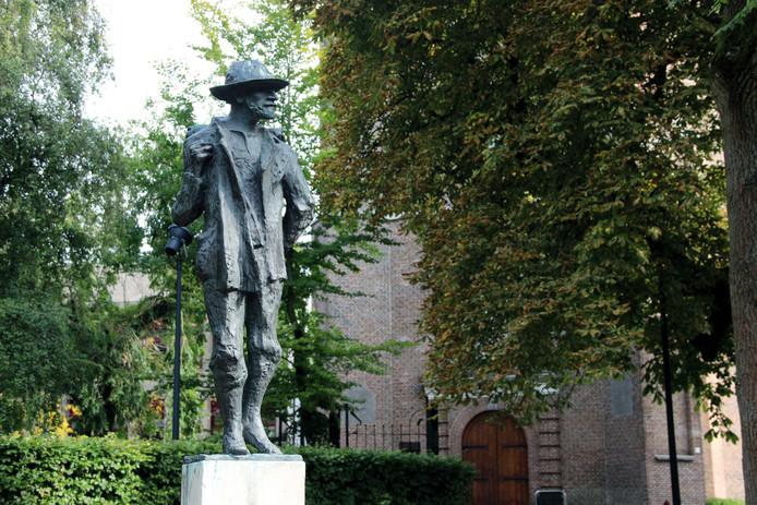 Beeldje van Vincent van Gogh in de Binnentuin in Etten-Leur.