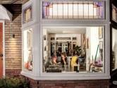 Gluren bij de buren: woonkamer is net een etalage