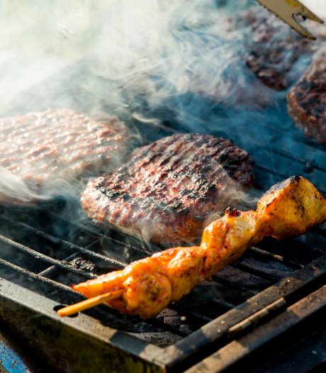 Likkende en barbecueënde Brabanders gaan met lekker weertje snel naar buiten