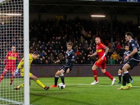 FC Den Bosch pakt met tien man punt in Deventer, maar raakt koppositie kwijt