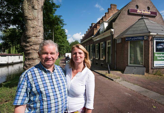 Het echtpaar Ronald en Liesbeth de Zeeuw neemt afscheid van Het Vechthuis aan de Jagerskade. De bekende horecagelegenheid gaat definitief dicht.
