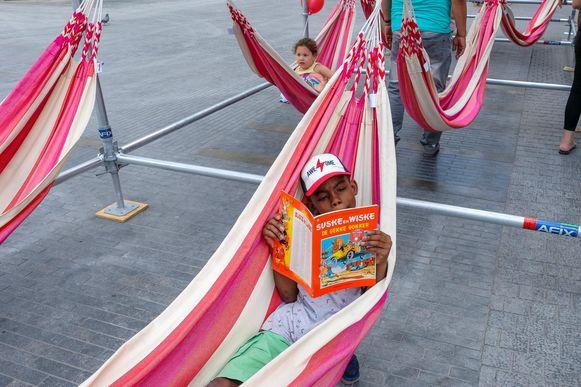Heerlijk een boekje lezen in de hangmat.