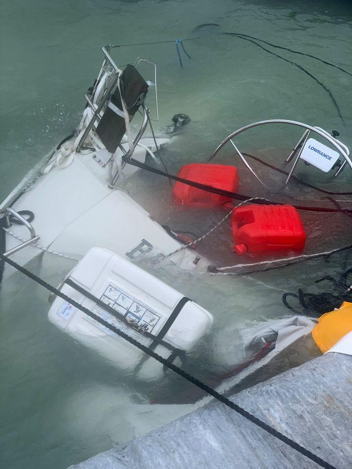 Verscheidene boten zonken.