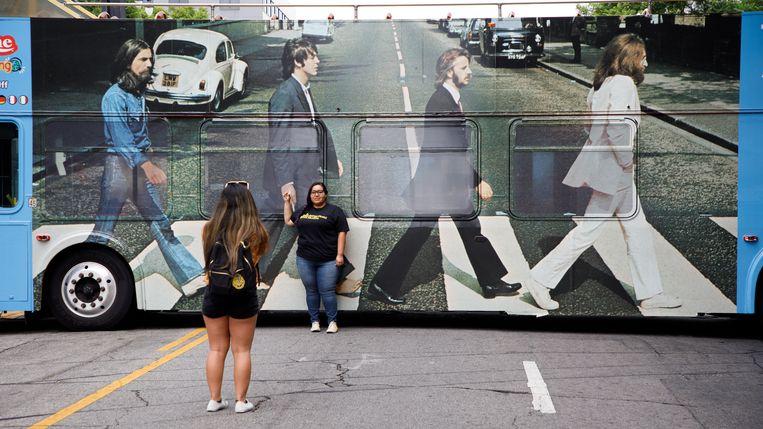 Als de fan niet naar Abbey Road kan, komt de iconische cover naar de fan, zoals hier in Hollywood.  Beeld EPA/Eugene Garcia