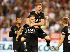 AZ na boeiend gevecht met negen man Antwerp naar groepsfase EL