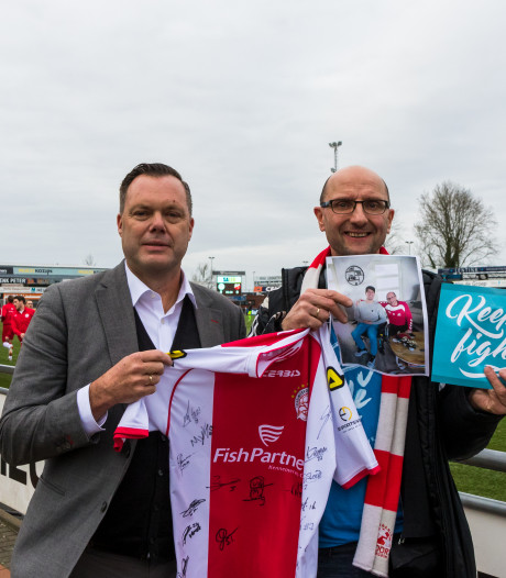In de auto van Zeeland naar Friesland langs 16 voetbalclubs: alles voor de revaliderende ex-voetballer Joey Snijders
