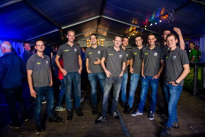 Dansclub Hand in 'n Tuk, helemaal links Ben Molenkamp, rechts Stefan ten Pierik en midden voor Marco ten Pierik.