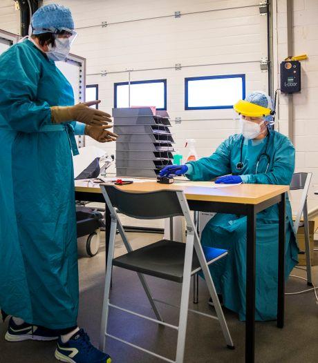 """Gent krijgt afzonderlijk testcentrum voor teruggekeerde reizigers: """"Zo kunnen mensen met symptomen hen niet besmetten"""""""