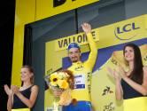 """Des femmes """"potiches"""" sur les podiums du Tour: la tradition est-elle sexiste?"""