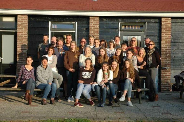 Een archiefbeeld van de vriendengroep die 5.000 euro wil inzamelen voor de 'Grietsers'. Op de eerste rij, als tweede van links, zit Griet Verbergt.