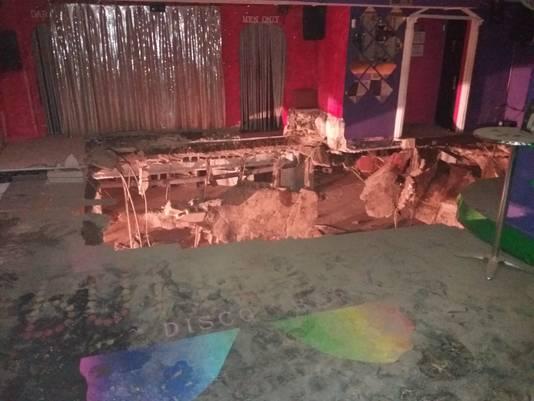 De vloer in de discotheek Butterfly Disco Pub kwam naar beneden.