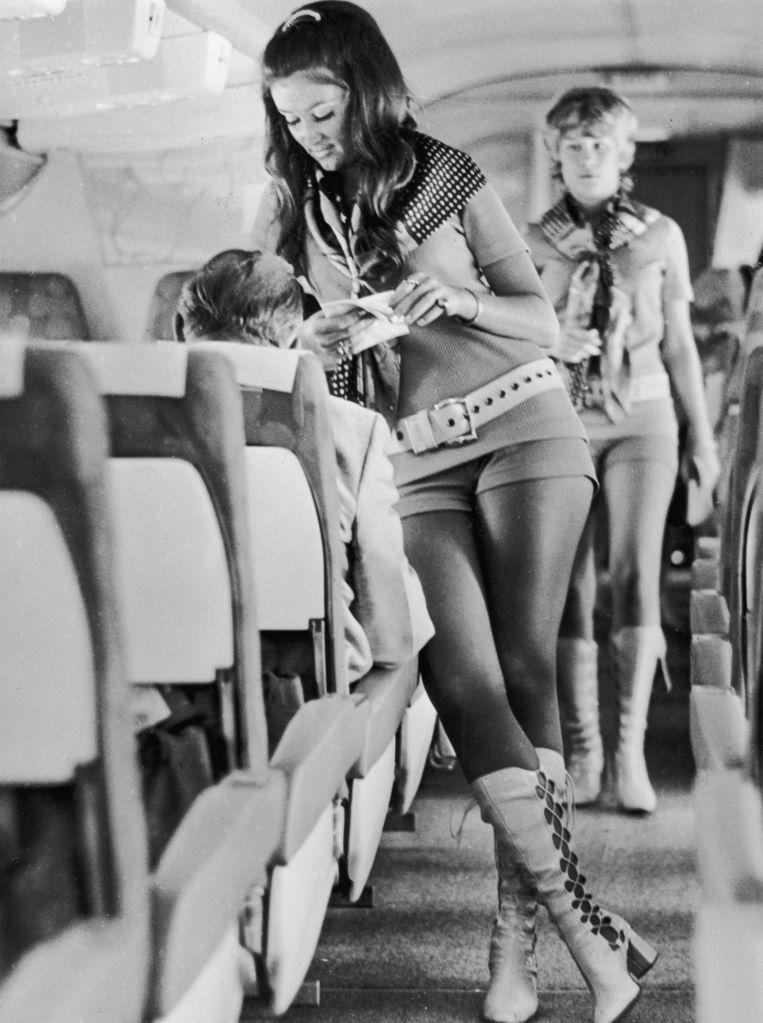 Stewardessen van het Texaanse Southwest Airlines rond 1972.  Beeld Getty