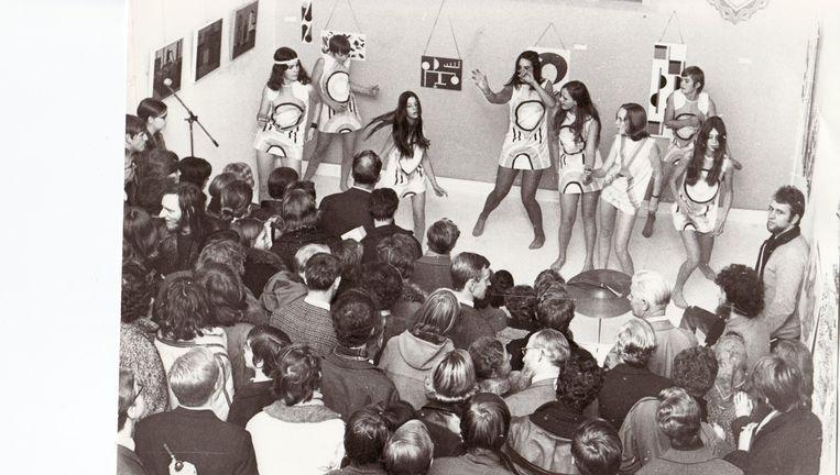 Een modeshow in het voormalige Antoniusklooster (november 1969). Beeld Uitgeverij AFdH