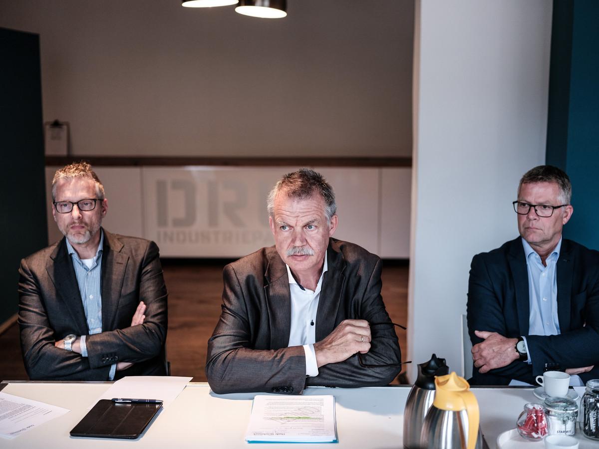Wethouder Peter van de Wardt (midden) tijdens een eerdere persconferentie over Laborijn.