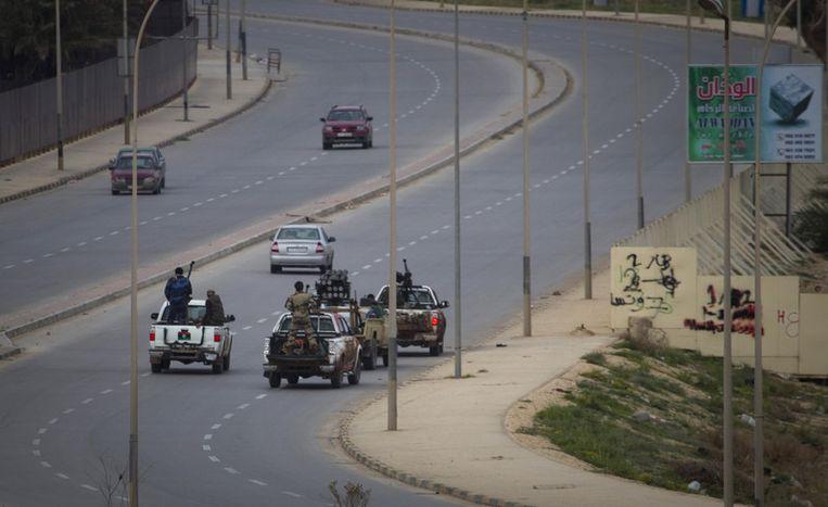 Opstandelingen in de straten van Benghazi. Beeld ap