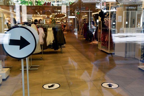 De H&M aan de Meir, met pijlen.