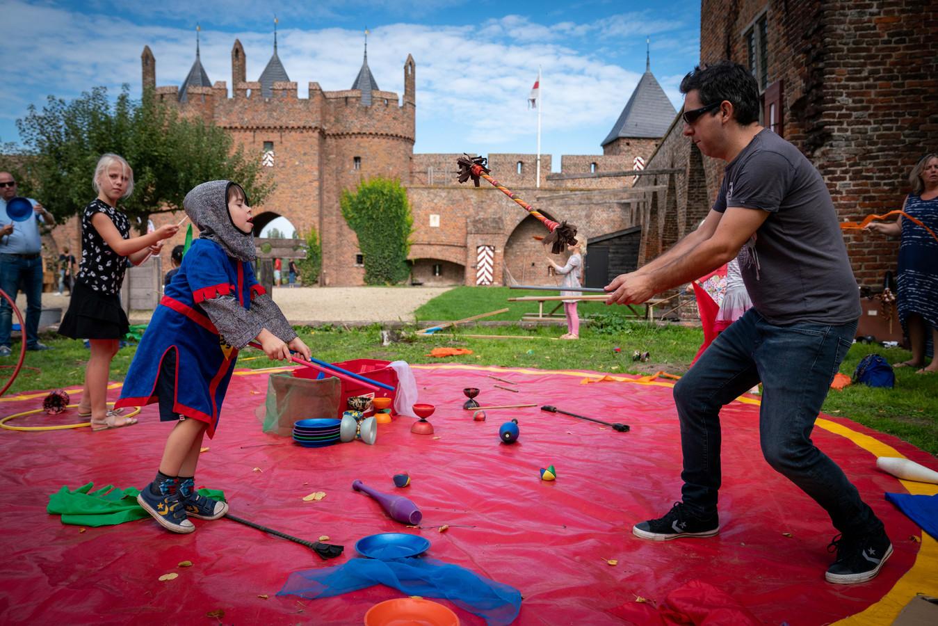 Terug naar de middeleeuwen bij kasteel Doornenburg.